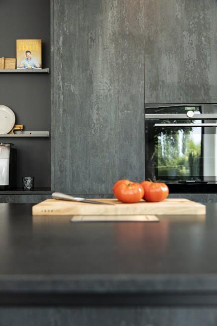 Detailfoto keuken HPL Specials Burned Black