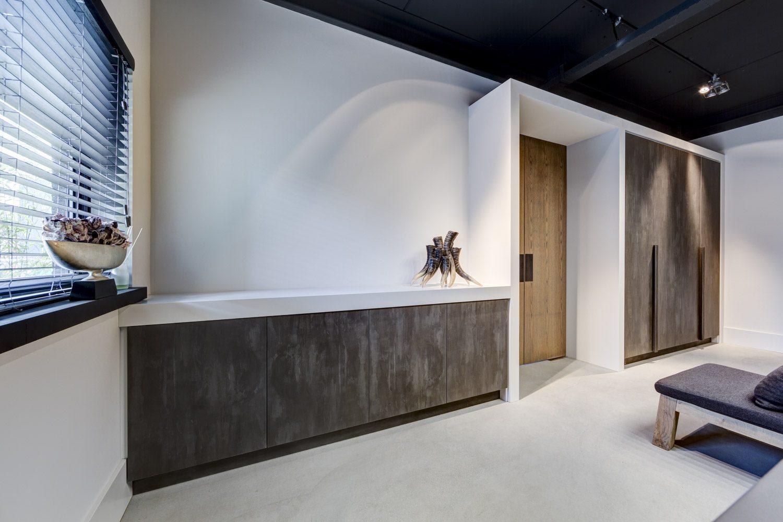 Dimitri De Roeck Interiors - Kastenwand FB68 Concreta