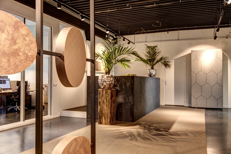 Entree showroom DecoLegno Wormerveer