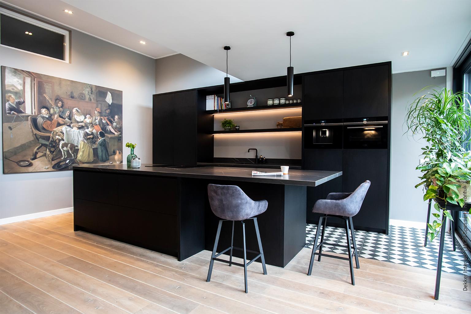 Keuken zwart decoratief plaatmateriaal